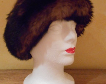 1970 Vintage Brown Knitted Warm Hat With Trim Made In Italy