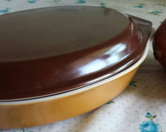 PYREX 063 Gold Yellow Brown Divided Baking Dish with Lid 945C / Made in the USA / Retro Kitchen Decor