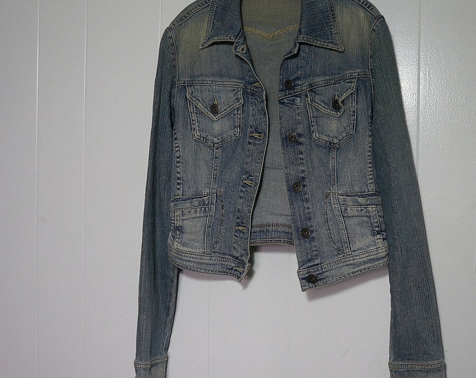 Denim Jacket Guess Jeans SMALL Cropped Vintage Trucker Stone Wash Jean Jacket Distressed Mild Stretch 98/2 Cotton Spandex Faded Light Blue