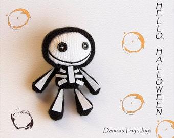 Tanoshi skeleton.  Knitting pattern (knitted in the round).