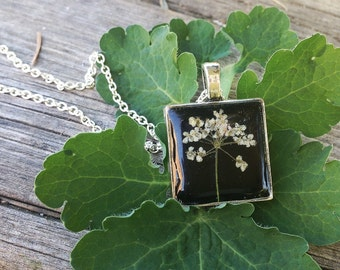 black square pendant, pressed flower necklace, resin jewelry, nature necklace, gift idea, nature inspired, square pendant, dried flower