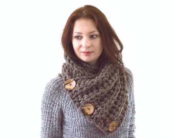 Large Extra Chunky Scarf with Three Natural Coconut Shell Buttons | The Siberian