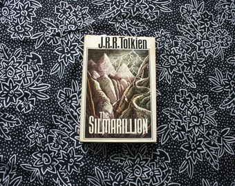 The Silmarillion By JRR Tolkien. Vintage First Edition 1977 2nd Printing. Lord Of The Rings Author. Classic Fantasy Fiction.