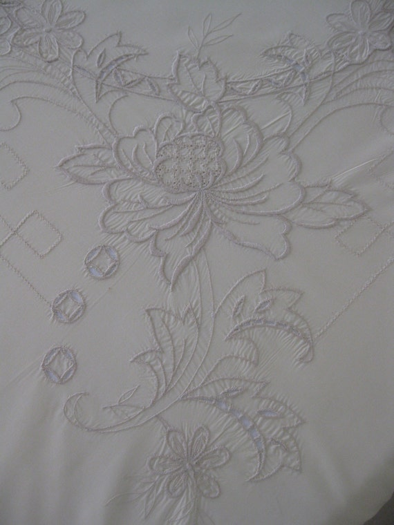 100 x 66 Vintage Embroidered Floral