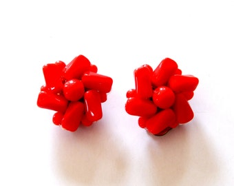 Vintage Red Cluster Earrings, Red Glass Cluster Clip-Ons, Red Flowers Earrings, Classic Mid Century Estate Jewelry, Valentine's Day Gift
