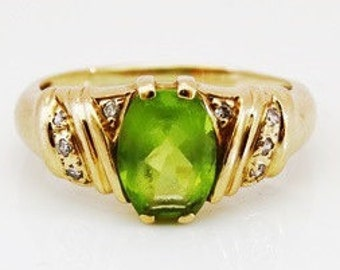 Classic Ladies Vintage Peridot and Diamond Engagament Ring in 9ct Yellow Gold FREE POSTAGE