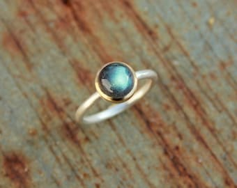 Ring with labradorite set in 18k gold