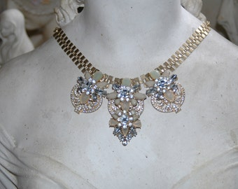 Stunning jewelled necklace