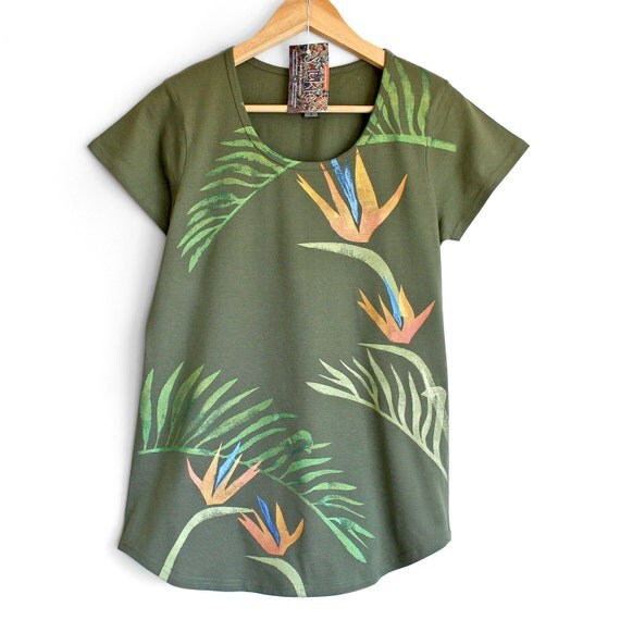 CLUB TROPICANA. Tropical T-shirt for woman or girl. Shiny metallic print. Bird of Paradise. Green t-shirt.