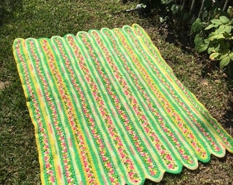 Knit blanket,green,pink,yellow, Blanket, scalloped edges