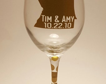 First Kiss Wine Glass, Personalized Wine Glass, Custom Wine Glass, Wedding Wine Glass, Cheap Wedding Favors, Cheap Wedding Gifts
