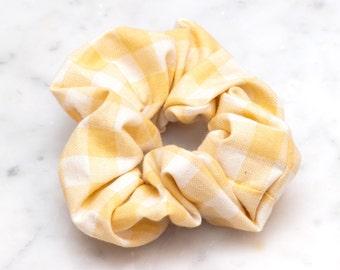 Geel wit Checkered haar Scrunchie - handgemaakte Scrunchy - Plaid katoen Scrunchie - Cheerleader - haaraccessoires - voorjaar haar