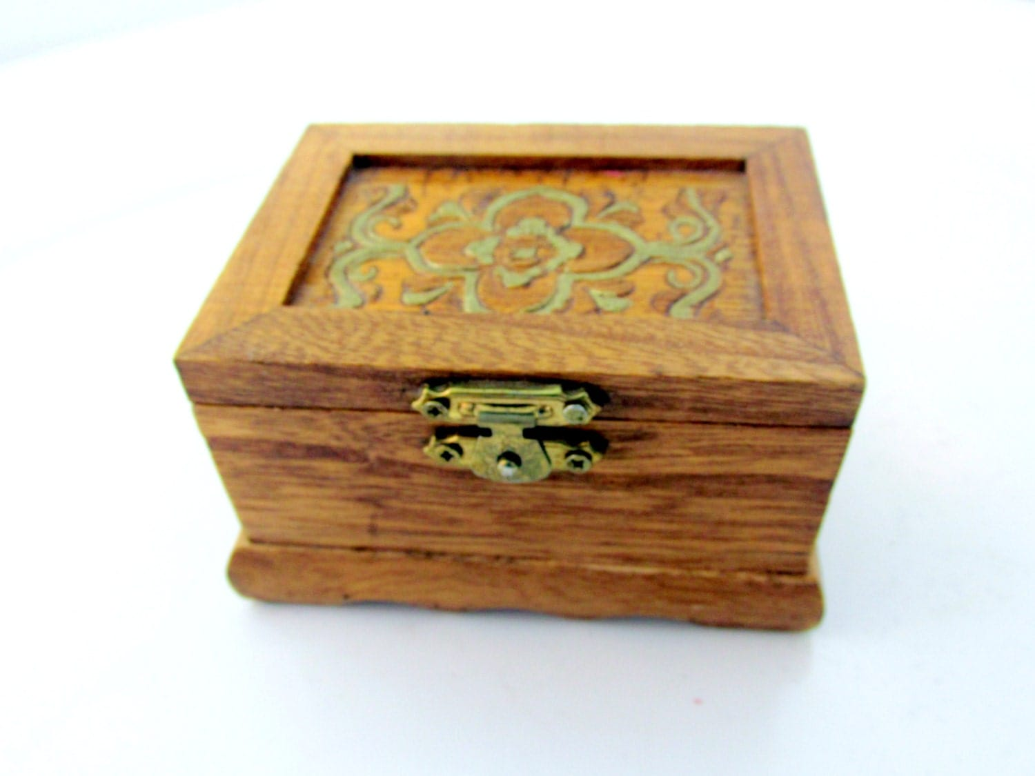 Small vanity box jewelry maple wood carved with red