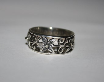 Beautiful Size 8 Vintage Sterling Silver Flowers Floral Ring
