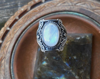 Moonstone ring, oxidized ring, 925 silver ring, gemstone ring, rainbow moonstone ring,moonstone jewelry,size 6 ring,moonstone rings