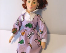 vintage doll. Mrs. Frizzle. The Magic School Bus toy 1995. 16 inch doll.