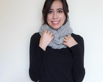 Crochet Infinity Wool Scarf // Vaire Scarf // Marshmallow