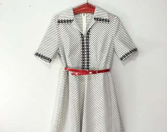 Vintage dress / 1970s  black and white STRIPE dress / GEOMETRIC dress