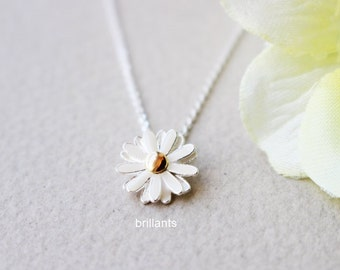 Daisy pendant necklace in silver, Daisy necklace, Everyday necklace, Bridesmaid gift