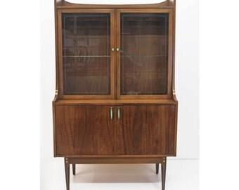 Vintage Kroehler Hutch - China Cabinet - Original Teal Hardware - Mid Century Details - Great Storage Space - Excellent Condition