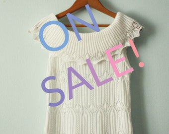 SALE! / Vintage / 90s era / White off the shoulder top / Knit / Sleeveless / Size medium
