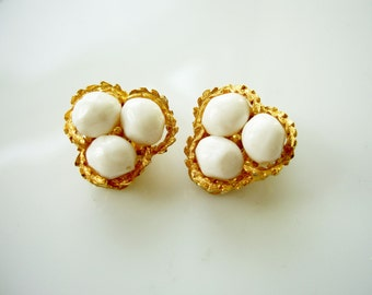 Vintage 80's Kramer Eggs in a Nest Novelty Clip On Earrings