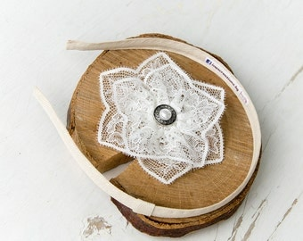 Lace flower hair clip, Bridal headdress white off, Pearl headdress, First communion, Ivory headband Wedding flower hair clip, Star hair clip