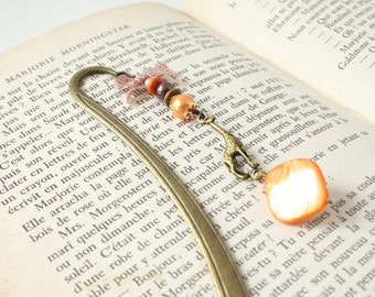Giraffe Gift, metal bookmark giraffe charm, orange, brown, shell bead - Page marker, Bookish, Gifts for book lover, Teachers