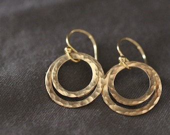simple gold earrings, gold circle earrings, two circles earrings, nesting circles, hammered texture, lightweight earrings, everyday earrings