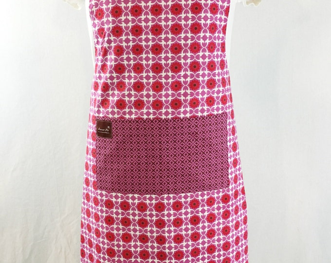 Apron with Pocket Pink Print Organic Cotton Reversible, flattering fit, ADULT size.  Adjustable neck strap and waist tie, Spring Fashion