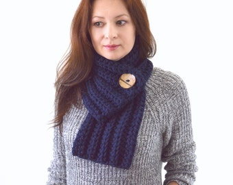 Knit Crochet Chunky Men Woman Buttoned Scarf  | The Munich