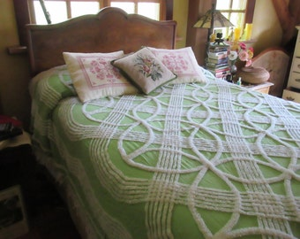 Gorgeous Apple Green and White Ornate wedding ring pattern  Vintage chenille bedspread size full queen FREE SHIPPING!