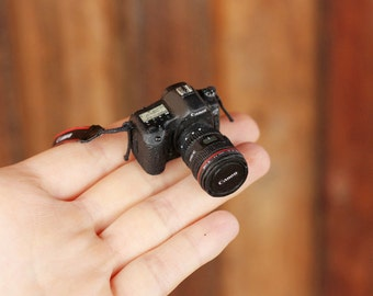 PRE-ORDER SEPTEMBER 2016 — 1/5 scale Miniature Camera for Dolls and Toys