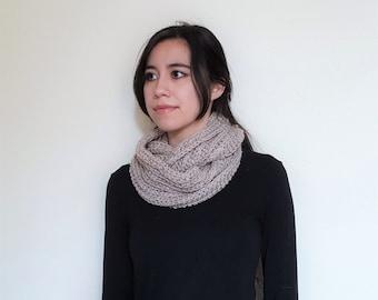 Crochet Infinity Wool Scarf // Vaire Scarf // Oatmeal