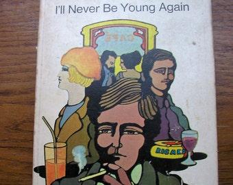 Daphne Du Maurier I'll Never Be Young Again penguin paperback drama novel fiction english literature 1930s