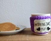 Cadeau Noel / Couvre tasse / Cadeau pour maman/ Crocheté à la main/ Laine et feutrine/ Taille standard/ A customiser