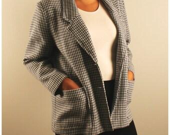 Vintage blazer houndstooth oversized slouchy boyfriend blazer 1980 80s white and blue button front large pockets medium large