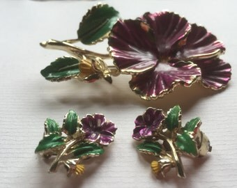 Vintage Exuisite Bright Purple Flower and Leaves Clip Earrings and Brooch /Gold Tone Metal/1980s