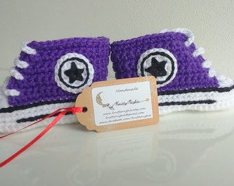 Purple Converse baby crochet sneakers, handmade baby booties, baby shoes, from 0 to 12 months