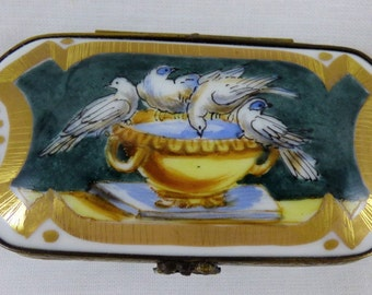 Limoges Eximious Trinket Box Birds Splashing/Drinking in Water Filled Urn