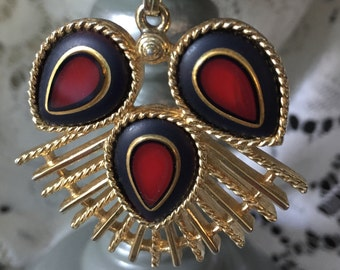 Vintage SARAH COVENTRY Retro Dynasty Red and Black Glass Pendant  Gold Tone Necklace