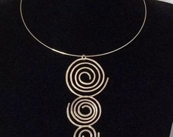 Silver collar necklace.