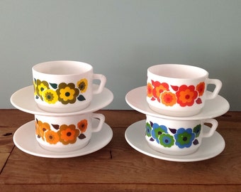 Arcopal Lotus Cups & Saucers  Retro Floral Pattern Soup Cups , Coffee Cups 70's French Pyrex Kitchenware