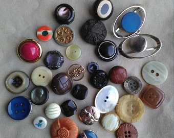 Vintage stock of bottons for artistic and decorative use, lot's of beautiful vintage buttons for artistic or decorative riutlizzi