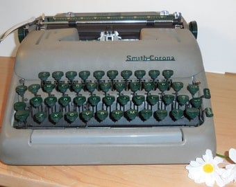 Vintage 50's SMITH-CORONA Silent Super portable typewriter