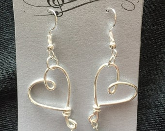 Silver Plated Wire Heart Dangling Earrings With Black Freshwater Pearl