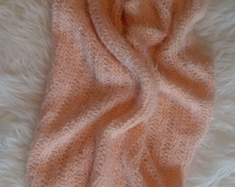 Hand Knit Newborn Baby Wrap, Babydecke, coperta, pink soft mohair-look baby blanket, rose couverture bébé