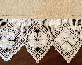 Handwoven linen Latvian-design table runner