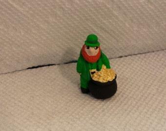 Ceramic Tiny Irishman with pot of Gold (#499)