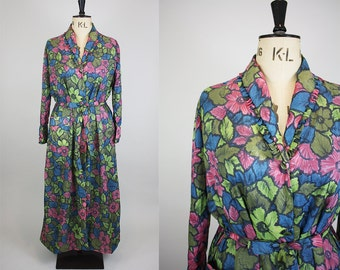 1950s Floral House Coat / 1950s Nylon Dressing Gown / Bold Floral Print / Size Medium Large
